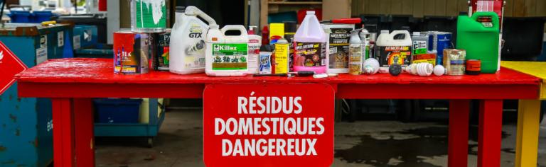 Attention aux trieurs! Les résidus domestiques dangereux ne vont pas dans le bac de matières recyclables ni aux ordures